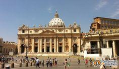Plaza de San Pedro, Roma. Italia Recorre Italia en coche con http://www.reservasdecoches.com/paises/alquiler-de-coches-italia/  #italia #roma #plazadesanpedro #viajes #vaticano