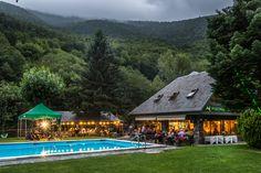 Piscina y restaurante a punto para empezar #EsNetsdethVerneda #VernedacampingMountainResort #VidaVerneda #vacacionesconniños #campingwithkids #slowlife #mountaincamping #valdaran
