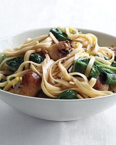 Spinach and Mushroom Lo Mein! http://www.yummly.com/recipe/Spinach-and-Mushroom-Lo-Mein-Martha-Stewart-193274