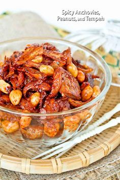 This Spicy Anchovies, Peanuts, and Tempeh is a condiment in a sweet, spicy, and sticky coating. It is wonderful served with rice and curry. Asian Recipes, Healthy Recipes, Asian Foods, Spicy Recipes, Anchovy Recipes, Tempeh, Tofu, Nasi Lemak, Spicy Dishes