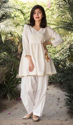 New Image : Pakistani fashion casual - Pakistani dresses Stylish Dress Designs, Stylish Dresses For Girls, Designs For Dresses, Simple Dresses, Simple Pakistani Dresses, Pakistani Dress Design, Pakistani Bridal, Pakistani Fashion Party Wear, Pakistani Outfits