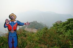 """#Traveltex has made it all the way to China! Today he is scoping out the Great Wall, a UNESCO World Heritage Site. Hopefully someone will teach him how to say """"howdy folks"""" in Mandarin while he's sightseeing!"""