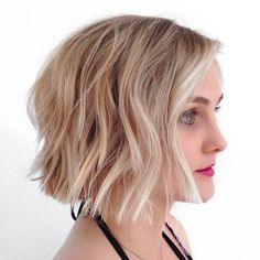 Top 20 bob haircuts for fine hair. Sexy bob haircuts for fine hair. Styling your thin hair with sexy bob haircuts. Short Blunt Haircut, Choppy Bob Haircuts, Best Bob Haircuts, Haircuts For Fine Hair, Short Bob Hairstyles, Hairstyles Haircuts, Blunt Bangs, Blonde Hairstyles, Blunt Bob