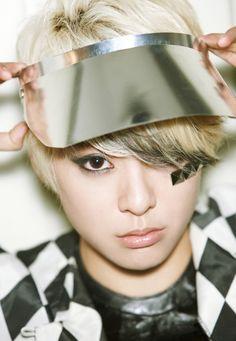 "wrecker of rules [ Hyuna-JungKook] - "" arrête de résister et obéis "" - Wattpad Amber Liu, Kpop Girl Groups, Korean Girl Groups, Kpop Girls, Namjoon, Taehyung, Jimin, Hyuna, Androgynous Look"