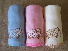 Cobertor rosa com bordado