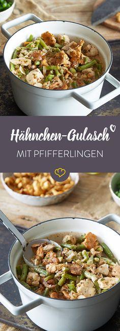 Gulasch mal ganz anders - und super schnell gemacht: Das geht mit saftigem Hähnchen, aromatischen Pfifferlingen und knackigen Bohnen.