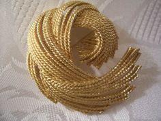 Monet Tassel Swirl Pin Brooch Vintage Large Gold Tone #vintagepin #monetpin #monetjewelry #vintagebrooch #prettyjewelrythingsstore