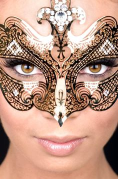 Someone I know please throw an amazing masquerade ball so I can wear something fabulous like this :-)