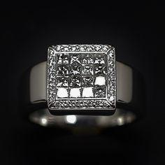 à vendre : 1400€ Bague en Or Gris 18k avec 1.00 Ct de Diamants extrablancs. Bague en or gris 18 carats massif  avec diamants taille brillant et princesse  poids des diamants : 1 ct environ (G-VS)  poids or : 11.90 gr  taille : 58  diamètre : 11 mm  Vendue avec Facture  Mise à Taille Gratuite