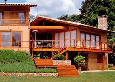 Casa de campo à beira de uma represa: inspire-se com projeto de reforma   Casa & Construção