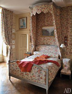 Замок Монжоффруа во Франции