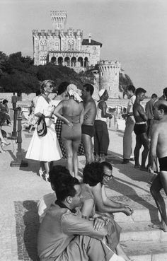 Praia do Tamariz,Estoril. Henri Cartier-Bresson en Portugal. 1955. | Turismo en Portugal (shared via SlingPic)