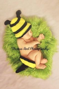 Newborn bumble bee by Raquel Souza