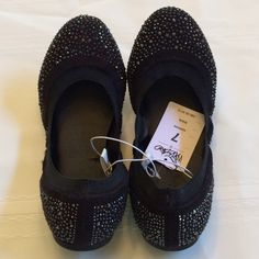 Mossimo sparkle flats These are a Reposh pair of NWT black sparkly Mossimo flats. I've discovered that I need a half size bigger for flats due to my flat feet, these are too small on me. They are really cute and perfect for the upcoming holidaysthey also come with the original box. Mossimo Supply Co Shoes Flats & Loafers