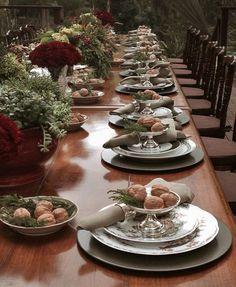 Mesa de almoço de Natal - decoração em verde e vermelho - nozes ( Decoração: Enjoy Festas | Flores: Lucia Milan  )