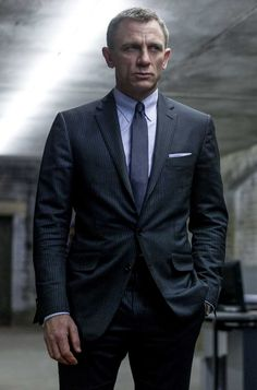 Daniel Craig filming SKYFALL in TOM FORD O Connor charcoal suit w light  blue ropestripe. Light blue-gray tab collar shirt, matching pocket square,  ... e6106a779303