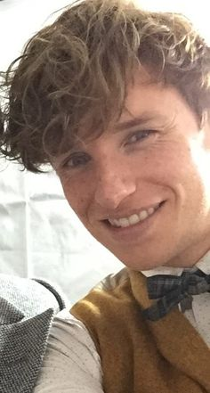 Awww I love him Harry Potter Icons, Harry Potter Hermione, Harry Potter Fan Art, Harry Potter Characters, Harry Potter World, Fantastic Beasts Book, Fantastic Beasts And Where, Eddie Redmayne, Movie Tracker