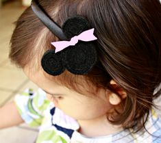 DIY Rolled Felt Minnie Mouse Headband - click thru the slide show for easy directions!  So cute!