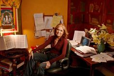 At Feminist Gloria Steinem Finds Herself Free Of The 'Demands Of Gender' Photo: Annie Leibovitz/Random House Gloria Steinem, Annie Leibovitz, Feminist Movement, Feminist Icons, Lena Dunham, Penguin Random House, Book Publishing