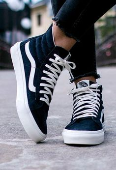 Vans are the most comfortable shoes you& probably ever own. Here are some everyday Vans looks you& want to steal. Vans are the most comfortable shoes youll probably ever own. Here are some everyday Vans looks youll want to steal. Dream Shoes, Crazy Shoes, Me Too Shoes, Estilo Vans, Tumblr Mode, Tenis Vans, Women's Vans, Mode Shoes, High Top Sneakers
