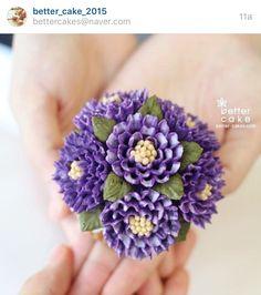 Korean 3D flower buttercream cake. Piping Buttercream, Buttercream Flower Cake, Floral Cupcakes, Floral Cake, Frosting Flowers, Mothers Day Cupcakes, Frosting Techniques, Sugar Art, Fancy Cakes
