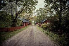 Kärkelän ruukkikylään on yksi Suomen parhaiten säilyneistä ruukkikylistä. Vanhat työväen asunnot muodostavat Ruukkikujan jossa voi aistia aidon tuntuista 1800 luvun ruukkikylän tunnelmaa. http://www.naejakoe.fi/nahtavyydet/karkelan-ruukki/