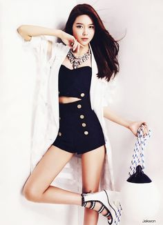 That high waisted shorts looks so great on her.The statement necklace is the right touch to finish off the outfit.