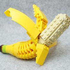 Tary trabalha com Legos e a partir das peças faz criações incríveis. Principalmente com comidas. Ele tem todos os seus trabalhos reunidos em um livro chamado Takarajimasha. Ele começou com um hobby e …