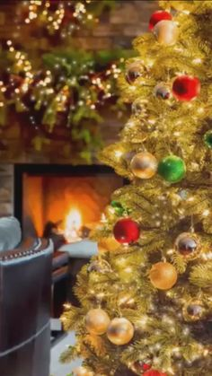 In this DIY tutorial, we will show you how to make Christmas decorations for your home. The video consists of 23 Christmas craft ideas. Gold Christmas Decorations, Large Christmas Baubles, Christmas Scenes, Christmas Mood, Noel Christmas, Christmas Lights, Xmas, Vintage Christmas, Merry Christmas Wallpaper