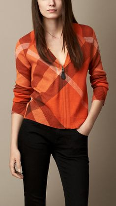 Explore all women's clothing from Burberry including dresses, tailoring, casual separates and more in both seasonal and runway designs Cardigans For Women, Blouses For Women, Flannel Shirt Outfit, Plaid Fashion, Womens Fashion, Beachwear Fashion, Cashmere Cardigan, Red Blouses, Junior Outfits