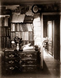 Eugène Atget 1910 Chez Atget Modern Photography, Amazing Photography, Street Photography, Victorian House Interiors, Eugene Atget, Berenice Abbott, Old Paris, French Photographers, Documentary Photography