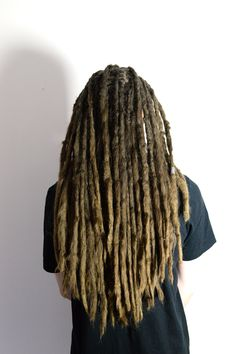 This is my client Leo he comes in to get his 8 years old dreadlocks for some dreadlock maintenance about every other year. Now I was amazed over how long his dreadlocks had grown. It's truly an hounur to be able to follow so many dreadheads dreadlock journeys.
