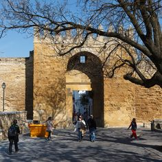 Vieja puerta de Almodovar, cuanto abrás visto...  #cordobaESP #Andalucia #monuments #monumentos #photography #fotografia #placestogo #placestovisit