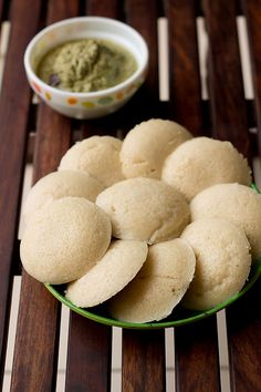 Simple oats idli recipe for a healthy breakfast or snack option for people from all age groups. The idlis made from oats are super soft, spongy and smooth. Easy Veg Recipes, Oats Recipes, Clean Recipes, Indian Food Recipes, Oats Idli, Sweet Pongal, Cooking Cup, How To Make Oats, Idli Recipe