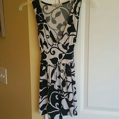 Sleeveless white and black top Sleeveless white and black top. Very soft. Looks great on. Has a back tie. Forever 21 Tops Blouses