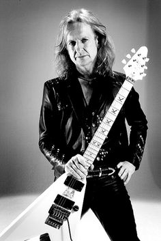 Downing, one of my favorite heavy metal guitarists Iron Maiden Posters, Gibson Flying V, Rob Halford, Defender Of The Faith, Famous Musicians, Judas Priest, Heavy Metal Bands, Foo Fighters, Black Sabbath