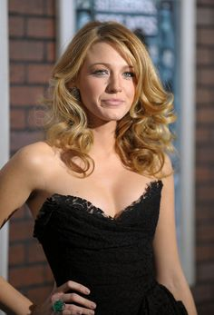 """Actress Blake Lively attends the premiere of """"Sherlock Holmes"""" at the Alice Tully Hall, Lincoln Center on December 17, 2009 in New York City."""