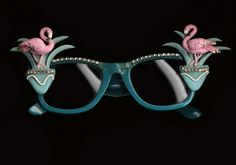 Florida chic - flamingo sunglasses!