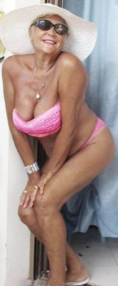 Well proportioned mature milf nude
