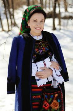 City People, Turbans, Bandanas, Traditional Dresses, Scarfs, Folk, Graphic Sweatshirt, Women's Fashion, Costumes