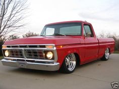 I quite simply love this color choice for this lifted ford truck 1979 Ford Truck, Ford Pickup Trucks, Chevy Trucks, Ford Obs, Bagged Trucks, Cool Trucks, Big Trucks, F100 Truck, Classic Ford Trucks