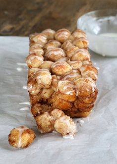 Grab a napkin because Mom's Easy Monkey Bread is extra gooey and deliciously sticky. The cinnamon and sugar come together to create an unforgettable gluten free bread. This monkey bread recipe requires only five easy-to-find ingredients. Gluten Free Deserts, Gluten Free Pizza, Gluten Free Sweets, Gluten Free Breakfasts, Foods With Gluten, Gluten Free Cooking, Dairy Free Recipes, Gluten Free Monkey Bread Recipe, Gluten Free Cinnamon Rolls