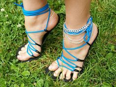Even though her toes hangin off lol 😂 Crochet Sandals, Crochet Shoes, Bare Foot Sandals, Shoes Sandals, Running Sandals, Minimalist Shoes, Beautiful Toes, Barefoot Shoes, Sewing Leather