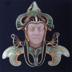 Rene Lalique brooch: Head of a Jester, c. 1896 - 1898, Gold, enamel, engraved stone. Virginia Museum of Fine Arts.