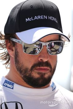 #FernandoAlonso with Oakley Sliver FINGERPRINT Gp F1, Oakley Sliver, Daniel Ricciardo, Sports Celebrities, Formula 1 Car, F1 Drivers, Alonso, Racing, Sunglasses