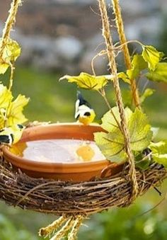 M DIY Bird Bath Craft for Summer! I love this and have birds all over my yard, might try something like this....!!!