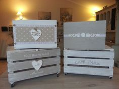 Risultati immagini per come decorare scatole in legno shabby e chic Diy Wood Box, Wood Boxes, Kids Decor, Diy Room Decor, Crate Crafts, White Washed Furniture, Indoor Crafts, Pallet Boxes, Painted Wooden Signs
