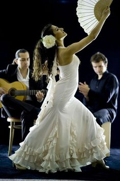 Hire Flamenco Dance Show - Ana (Flamenco dancer) & Jose (guitarist). Flamenco dance is sensual & elegant. Find out more about hiring Flamenco dancers & our award-winning entertainment service Line Dance, Dance Art, Dance Music, Ballet Dance, Shall We Dance, Just Dance, Spanish Dancer, Spanish Woman, Kinds Of Dance