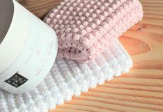 NYE HÆKLEDE KLUDE   DenHaekledeVerden Crochet Kitchen, Crochet Home, Diy Crochet, Crochet Dishcloths, Chrochet, Friendship Bracelet Patterns, Merino Wool Blanket, Needlework, Diy And Crafts