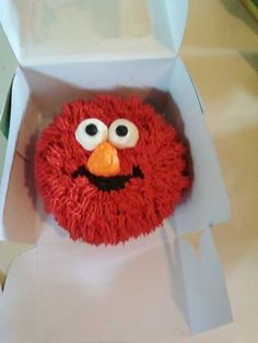 Elmo smash cake. This one looks like crap but you get the idea!